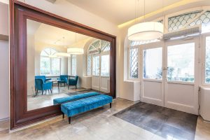 Custom Mirrors Enhance Apple Valley Homes and Businesses | Vern's Glass